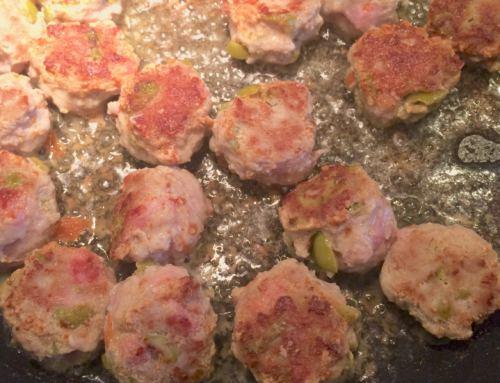 Kjøttboller med bacon og grønne oliven